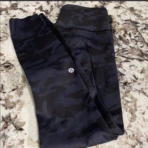 Lululemon fast and free pants size 4 camo